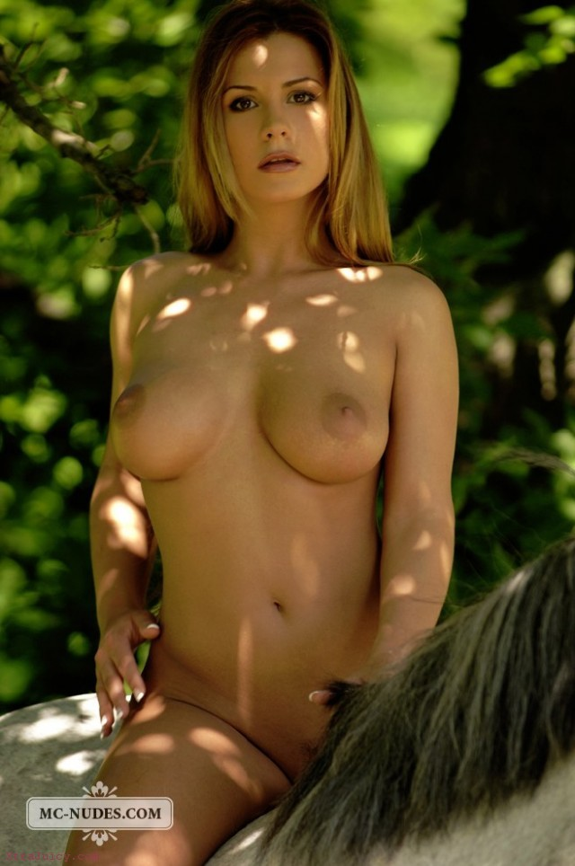 naked girl horse ad 640x964