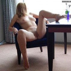 Amateur girl on armchair spreading her legs