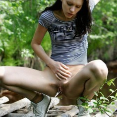 Cute babe pissing outdoor with no panties